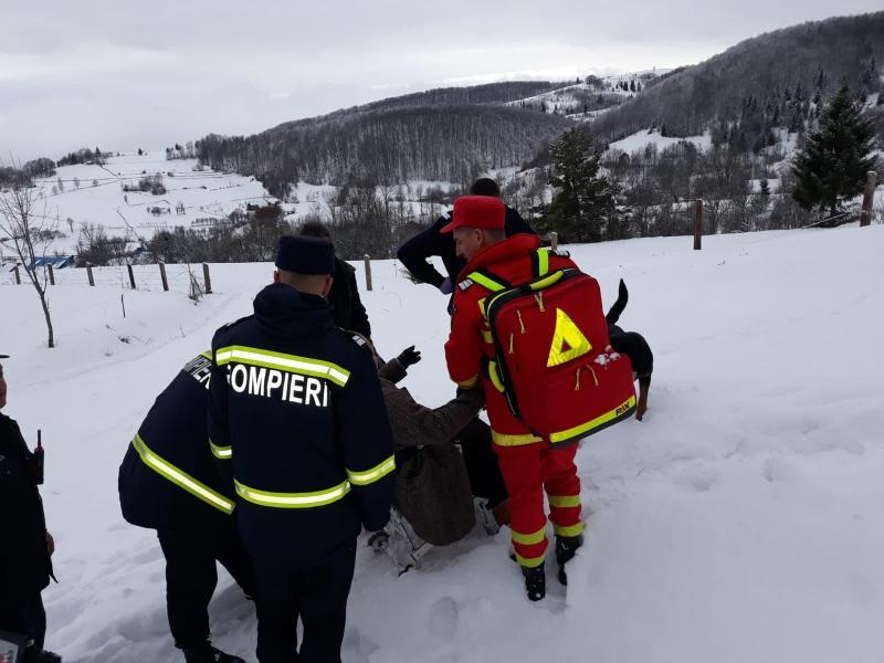 Sohodol – Intervenție de urgență a pompierilor SMURD pentru acordarea primului ajutor unei femei bolnave