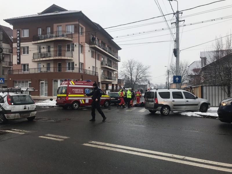Alba Iulia – Femeie acroșată de o mașină pe trecerea de pietoni (foto)