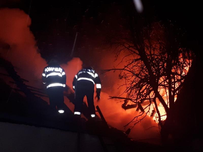Lancrăm – Incendiu puternic la o casă din localitate