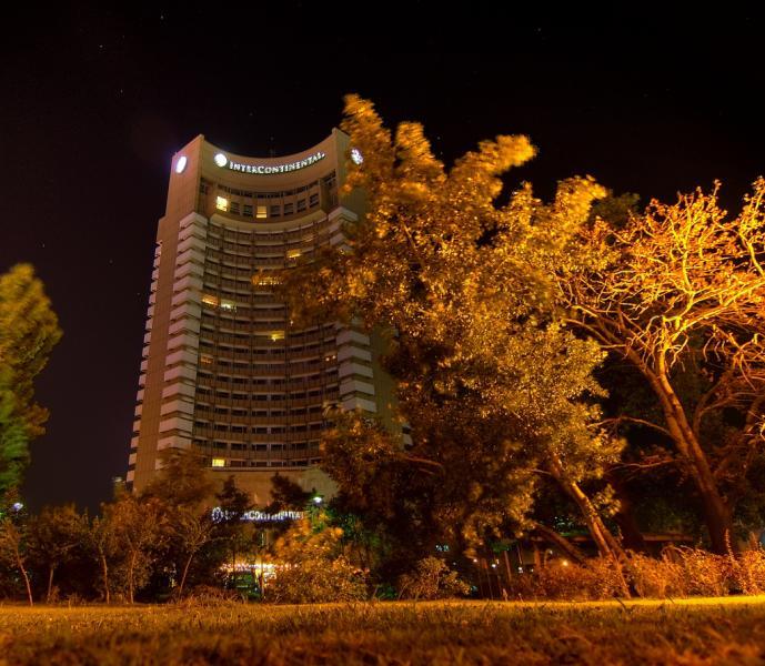 Sfârșit tragic – Un tânăr din Alba s-a aruncat de la etajul 15 al hotelului Intercontinental din capitală