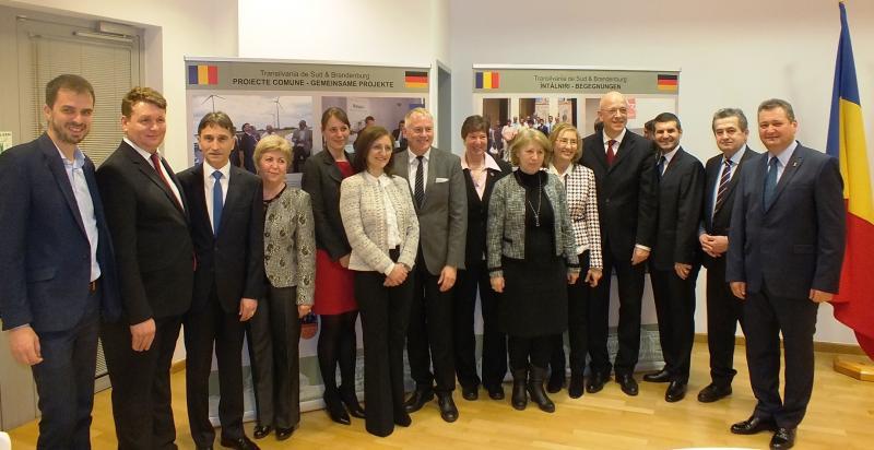 Oficialități ale județului Alba, prezente la inaugurarea unei expoziții la București