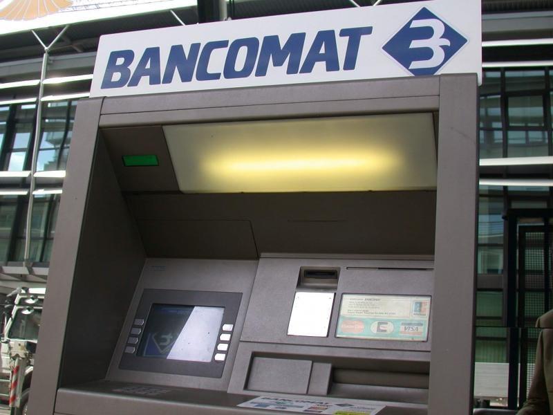 Alba Iulia – Reacția unui cetățean după ce a găsit 200 de lei și un card bancar într-un bancomat