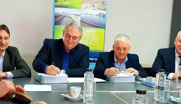 """SC APA CTTA SA ALBA, A SEMNAT CONTRACTUL DE LUCRĂRI În cadrul Proiectului Regional """"Reabilitarea si extinderea sistemelor de apa si apa uzata in judetul Alba, 2014-2020"""