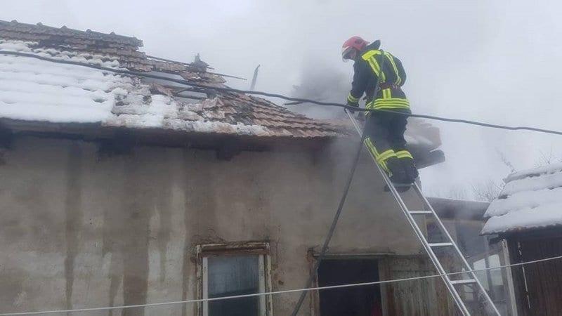 Ciugud – Incendiu la acoperișul unei anexe gospodărești (foto)