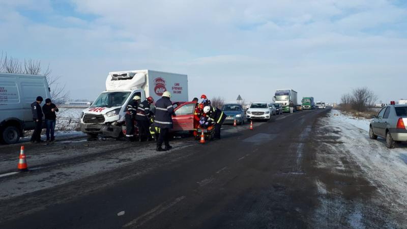 Oiejdea – Patru autovehicule au fost implicate într-un accident pe DN1 (foto)