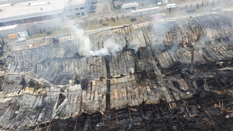 Așa arată ruinele fabricii Solina la peste 48 de ore de la începutul incendiului(foto)