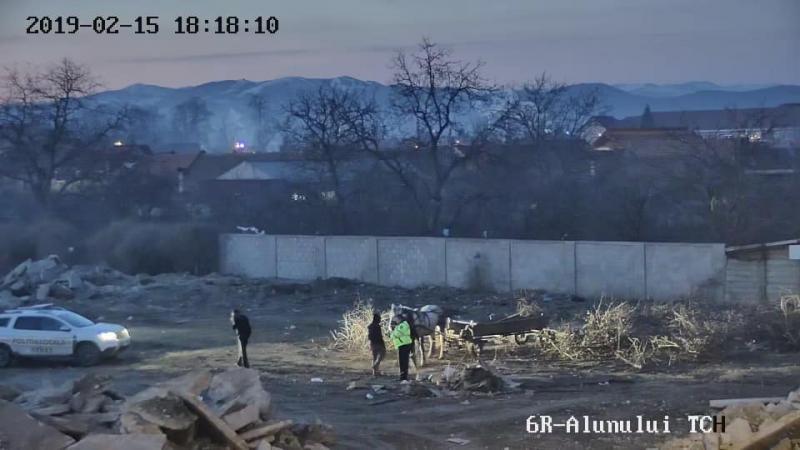 Sebeș – Doi cetățeni de etnie rromă, amendați cu 800 de lei după ce au aruncat gunoaie pe spațiul public
