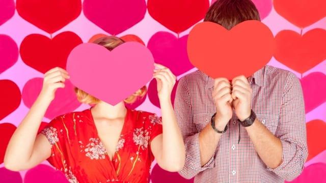 14 idei de cadouri prin care sa celebrezi luna iubirii
