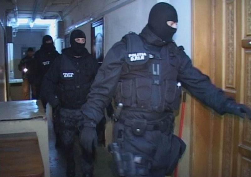 7 percheziții în mai multe județe a polițiștilor din cadrul IPJ Alba, coordonate de Parchetul de pe lângă Judecătoria Blaj, într-un caz de înșelăciune și fals