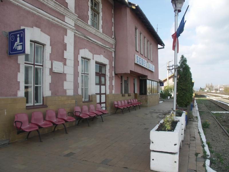 Un bărbat care a furat un mobil în gara Sibiu, prins de polițiști în gara din Sebeș