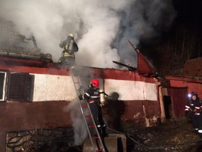 Cîmpeni – Coșul unei locuințe a luat foc. Pompierii au intervenit prompt