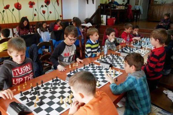 Weekend şahist plin de concursuri pentru copiii albaiulieni
