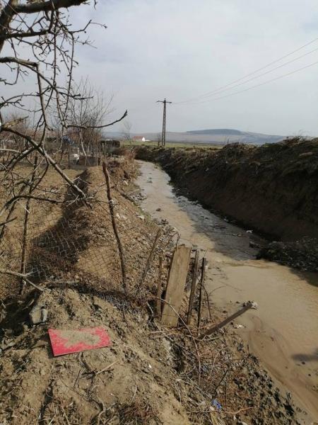 Cricău – Îndiguire de mântuială în jos de podul lui Grigore (foto)