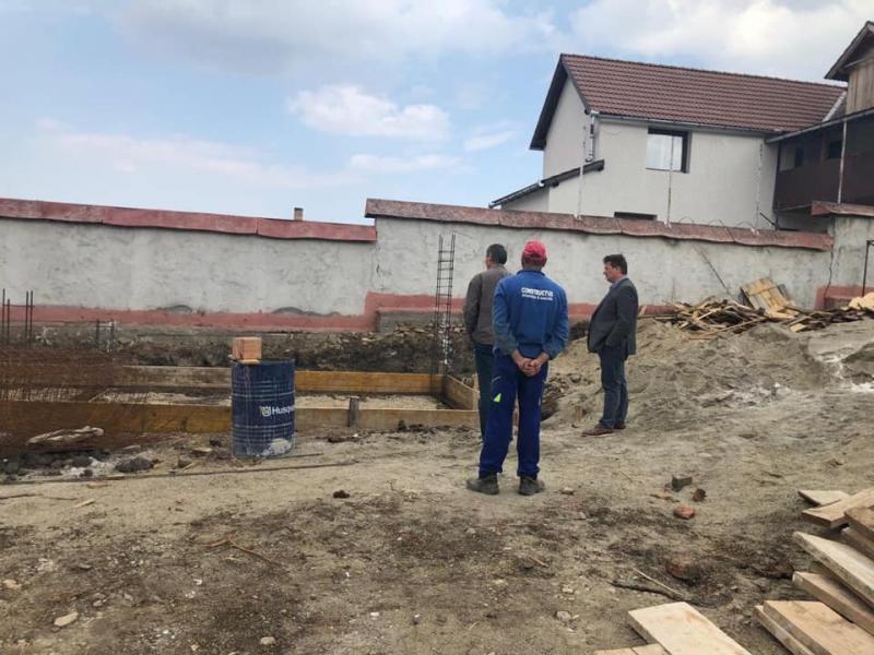 Răhău – Au început lucrările pentru reabilitarea școlii gimnaziale din localitate
