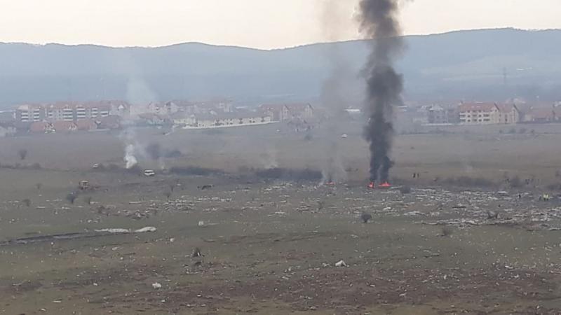 La groapa de gunoi neautorizată din Sebeș se ard gunoaiele în loc să se colecteze (foto)