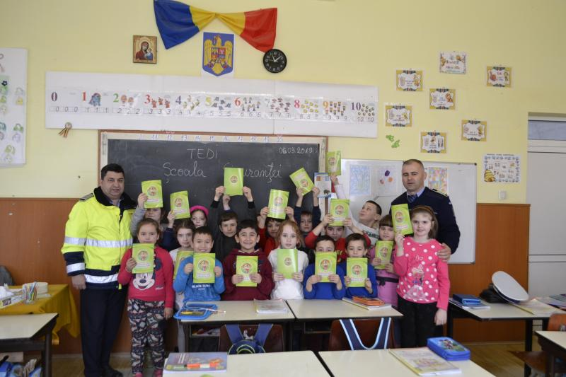 """""""Şcoala siguranței Tedi"""", un proiect de informare derulat de IPJ Alba, pentru siguranța elevilor din județ"""