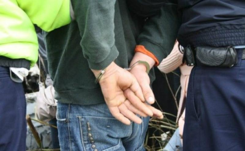 Sebeș – Tânăr reținut de polițiști după ce și-a însușit încasările de la localurile unde lucra