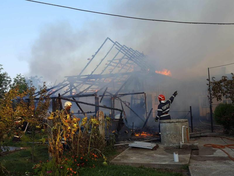 Sântimbru – O anexă gospodărească din localitate a luat foc din motive necunoscute