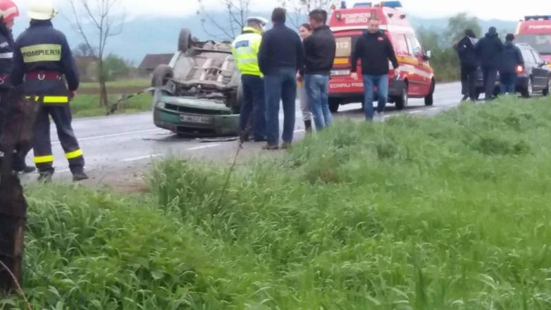 Șibot – Trafic îngreunat pe DN 7 după ce o mașină s-a răsturnat pe carosabil