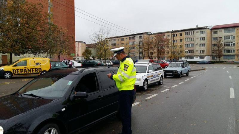 Ocna Mureș – Bărbat cercetat penal după ce l-a lăsat pe fiul său minor și fără permis de conducere să îi conducă mașina