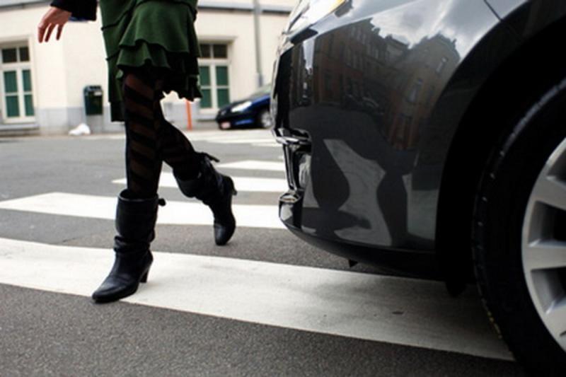 Alba Iulia – Dosar penal de vătămare din culpă pentru un șofer care a lovit cu mașina două persoane pe trecerea de pietoni