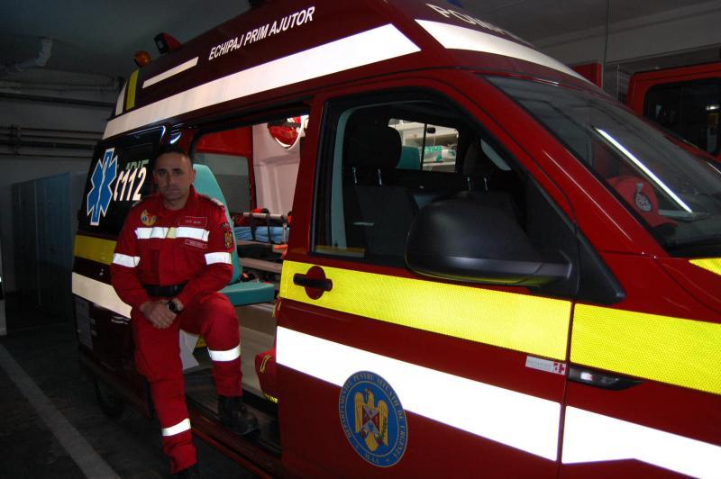 Un pompier din Alba Iulia ieșit din tură, în timpul deplasării spre meciul România-I. Feroe de la Cluj, a acordat primul ajutor victimei unui accident de pe A3