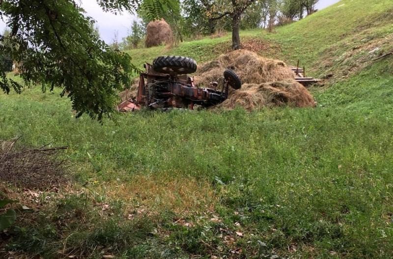 Botești – Un bărbat de 66 de ani a murit după ce s-a răsturnat cu tractorul pe un deal