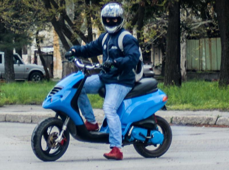 Căpud – Bărbat din Teiuș prins de polițiștii rutieri pe un moped neînmatriculat și fără permis de conducere
