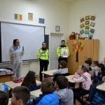 """Polițiștii din Alba, alături de copii în cadrul programului  """"Şcoala altfel"""""""