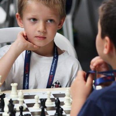 Lucas Moldovan este noul campion de copii sub 10 ani al Lisabonei la şah. Părinţii lui sunt albaiulieni stabiliţi în Portugalia