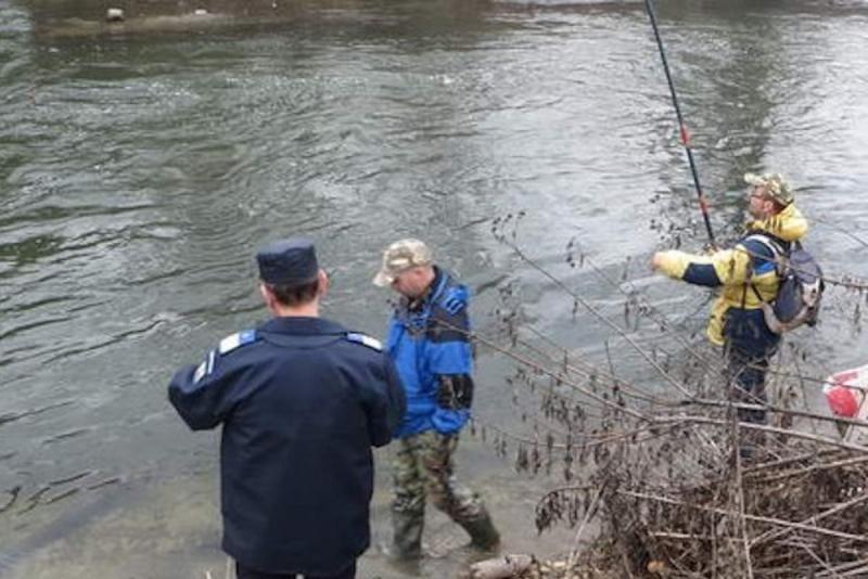 Blaj – Un pescar a fost prins în flagant de polițiști în timpul perioadei de prohibiție