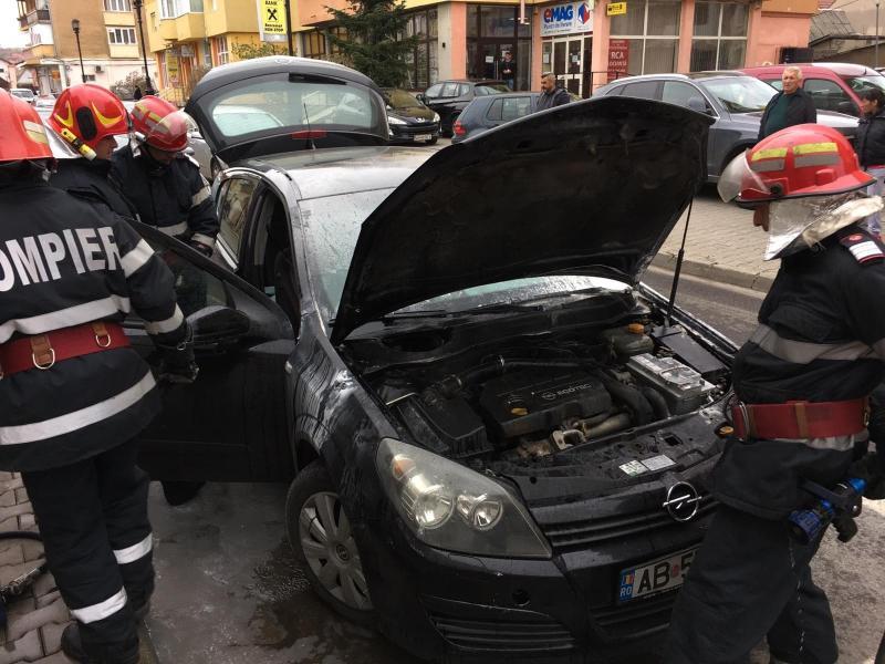Blaj – Un autoturism a fost cuprins de flăcări pe strada Timotei Cipariu din localitate