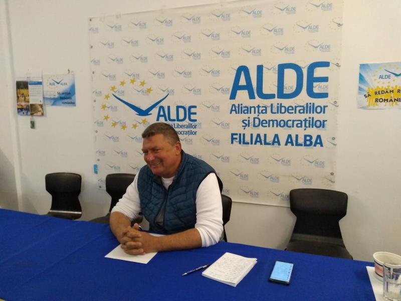"""Ioan Lazăr, președintele ALDE Alba, consideră că liberalii din județ se ghidează după sloganul """"Cine nu e cu noi, e împotriva noastră!"""""""