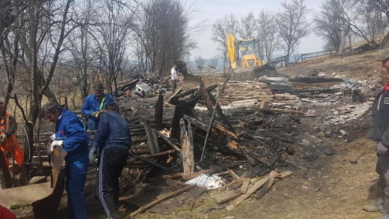 Campanie de ajutorare organizată de primăria Cîmpeni pentru familia din localitatea Dănduț care recent și-a pierdut casa în urma unui incendiu