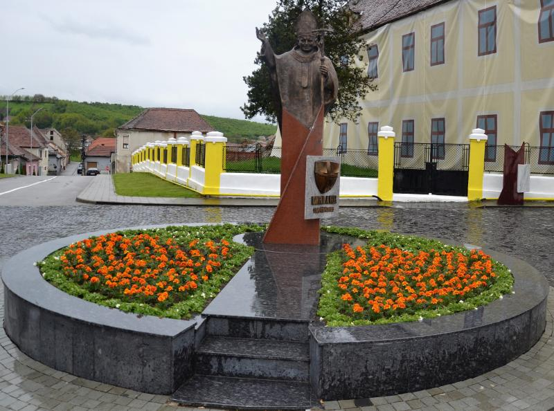 Joi, 9 mai, la Blaj are loc binecuvântarea statuii Papei Ioan Paul al II-lea