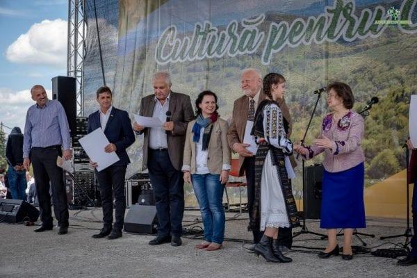 """Festivalul Concurs """"Cultură pentru    Cultură"""" și-a desemnat primii câștigători la categoria """"Soliști vocali, grupuri vocale, rapsozi și poeți culturali"""""""