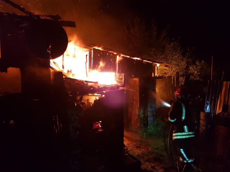 Alba Iulia – Incendiu devastator la o anexă gospodărească din Pâclișa (foto)
