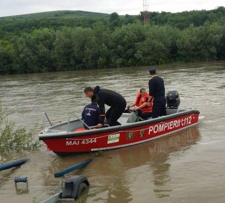 Barcă în derivă pe râul Mureș, recuperată de pompierii din Alba Iulia (foto)