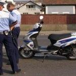 Minor depistat de polițiștii rutieri în timp ce circula pe drumurile publice cu un moped neînmatriculat, fără a avea permis de conducere