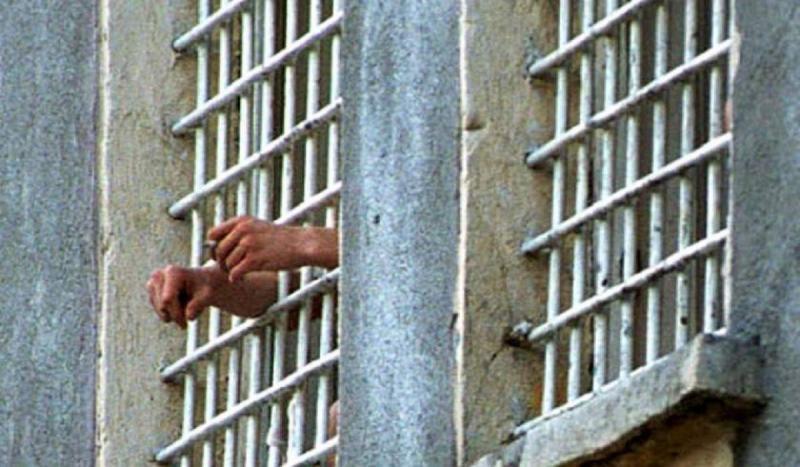 Un tânăr din Teiuș care se sustrăgea executării pedepsei cu închisoarea a fost prins și escortat la Penitenciarul Aiud