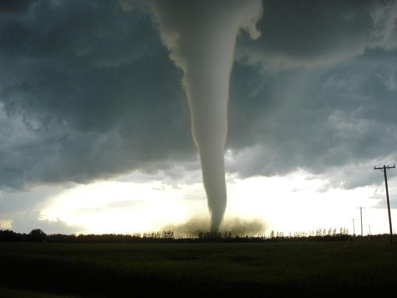 Județul Alba, în pericol de a fi lovit de o tornadă!!!