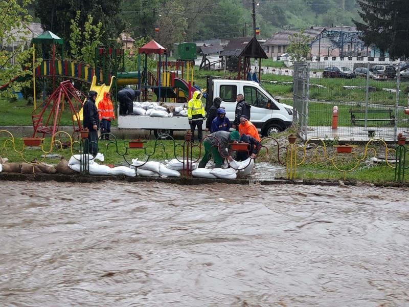 INHGA atenționează că în următoarele zile, județul Alba este în pericol mare de inundații