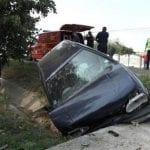 Șibot - Un șofer imprudent a intrat cu mașina într-un cap de pod. O pasageră a fost rănită