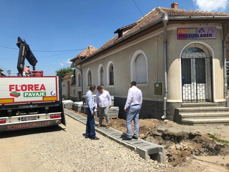 Sebeș – Lucrările de reabilitare a străzii Crișan avansează (foto)