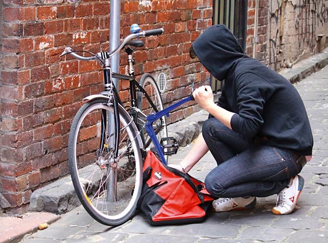 Dosar penal pentru doi minori din Berghin care au furat biciclete