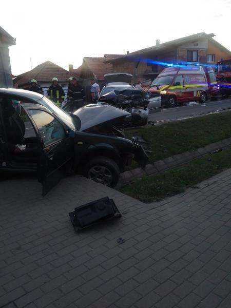 Accident soldat cu patru victime la Petrești (foto exclusivitate)