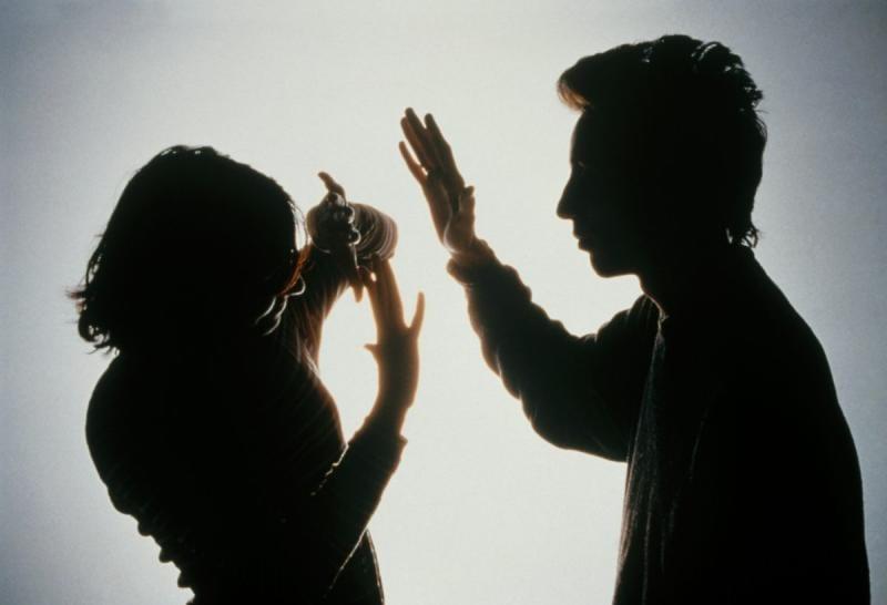 Poșaga – Un bărbat și-a agresat soția și a amenințat că va da foc casei