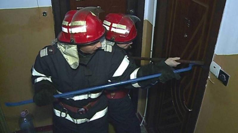 Intervenție a unui echipaj de pompieri din Sebeș pentru deblocarea ușii unei locuințe. Femeie de 86 de ani găsită căzută în casă