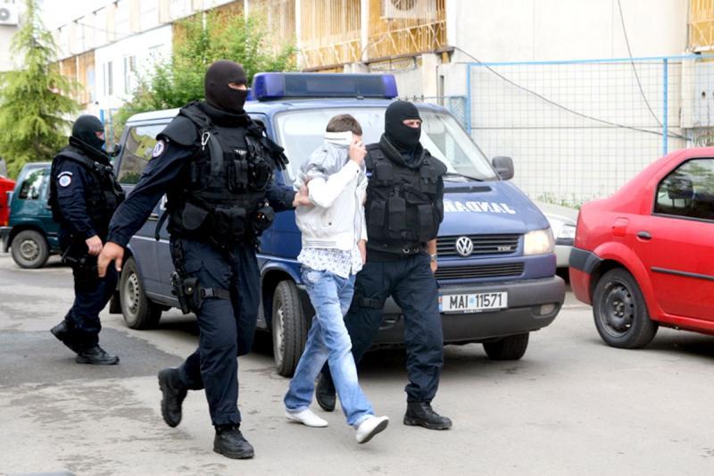 Grupări de criminalitate organizată, destructurate de Poliția Română și DIICOT