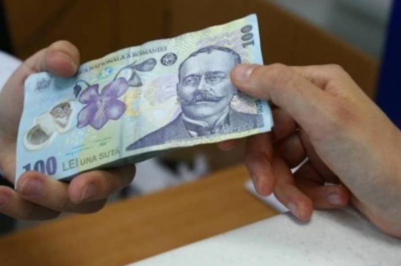 Fraudă la Evaluarea Naţională în județul Alba. Un elev i-a dat profului un teanc de bani cu ziare la mijloc